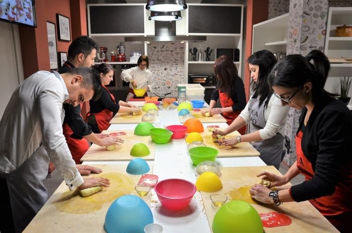 scuola di cucina parola al cibo team building