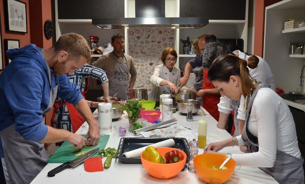 scuola di cucina parola al cibo lezioni collettive